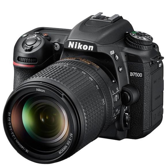 Nikon D7500 + 18-140 AF-S DX VR   - 1