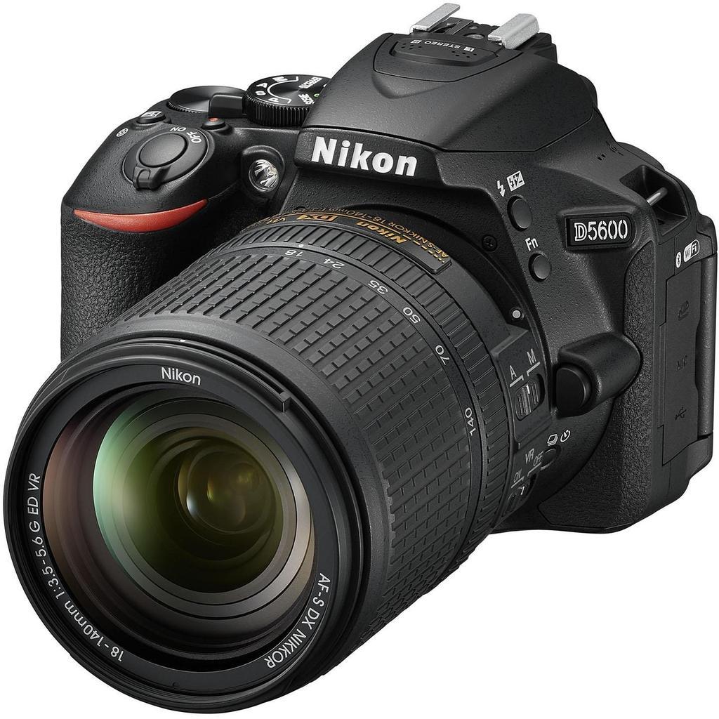 Nikon D5600 + 18-140 mm f/3,5-5,6G ED VR + Servis plus zdarma